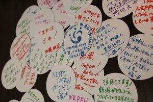 コースターの裏に寄せられたメッセージ集。熱い思いが伝わってきます!