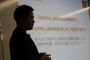 プレゼンテーションを行う代表の富山。
